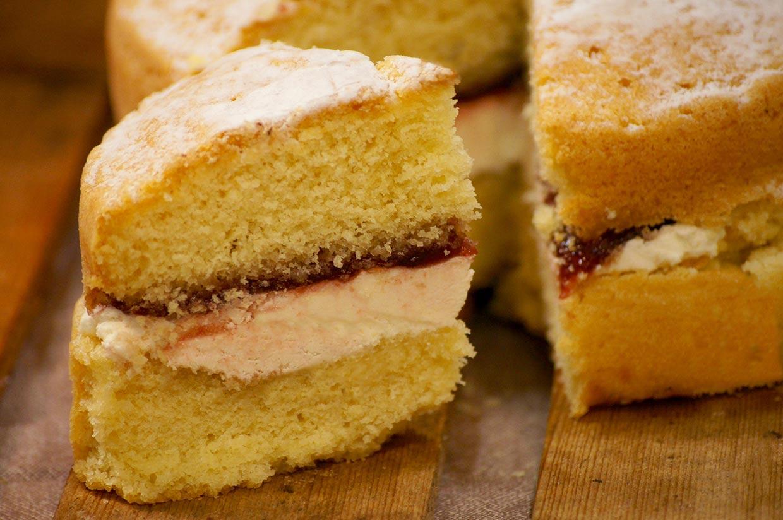 Victoria sponge - Handmade cake to buy online
